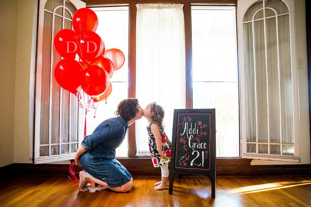 Cute Family Photos at Home with Balloons