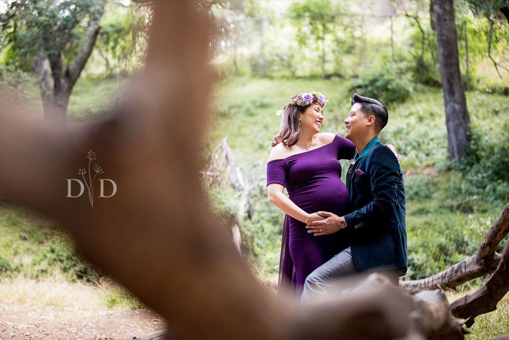 Walnut Creek Park Maternity Photos with Log