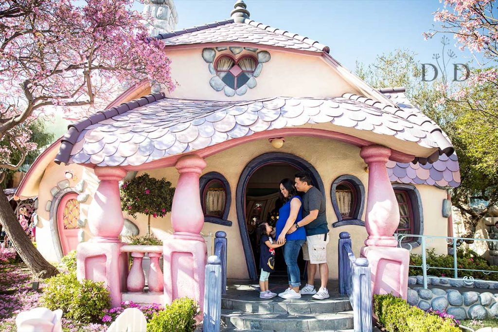 Disneyland Family Photography Toon Town Minnie's House