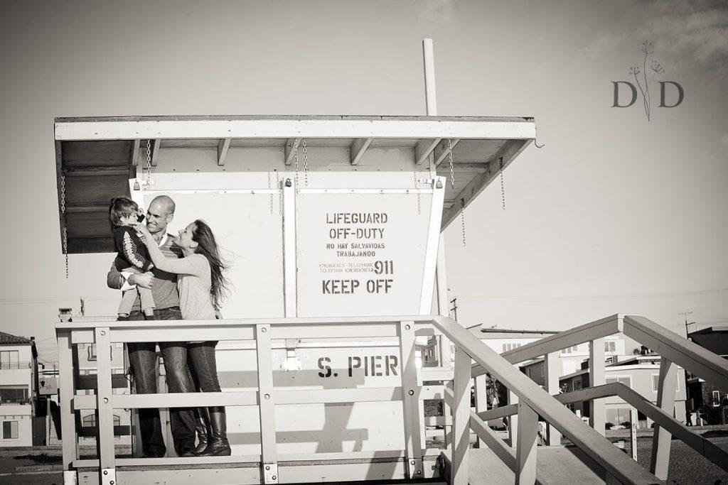 Manhattan Beach Family Photo with a Lifeguard Tower